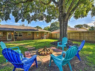NEW! Remodeled Houston House w/ Yard & Fire Pit!