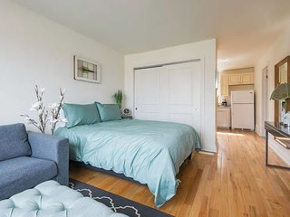 Beautifully Decorated 1BR Unit with Parking!