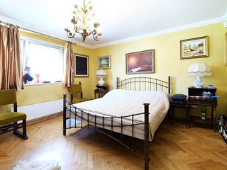 Luxury Art Villa - Fine & Comfortable Belgrade Stay
