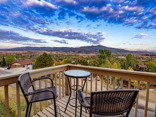 February/March Deals! Dog Friendly, Amazing Views, Private Hot Tub, Free Bus, Ga