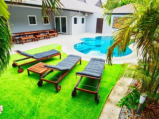 Luxury 6 bed Villa private pool near best beach