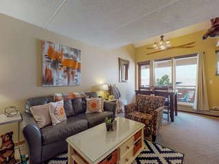NEW LISTING! Lovely condo w/ shared hot tub, sauna, and gym - walk to lifts!