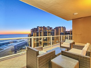 2 Bed Condo - Vibrant Sunset Views Over the Ocean