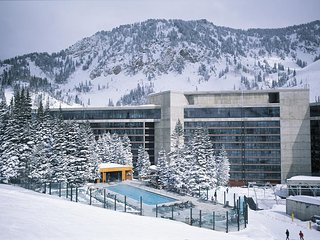 2 bedroom apt(sleeps 8) at Cliff Lodge and Spa Snowbird Utah! Balcony Hot Tub!!