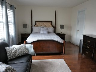 Furnished Cozy Studio/En-suite/Parking!
