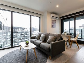 Melbourne Docklands Urban Luxe 1 Br Holiday Apartment