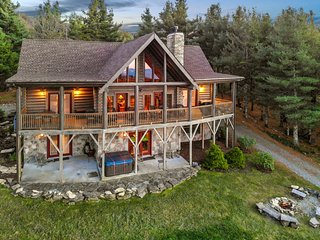 Highland Mist ~ Pet Friendly, Views, Hot Tub, Game Tables
