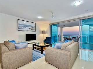 C2 Sunrise Darwin Luxury Waterfront City 3 Bedroom Apartment Gym Pool