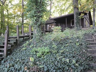 Hickory Hill Cabin, A Peaceful Waterfront Property