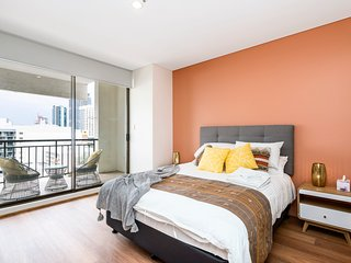 Always Summer in the City - Perth CBD - sleeps 4 - lift balcony - newly renivate