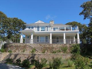 New, custom built home in Chatham, walk to Ridgevale Beach, linens incl. 321-C