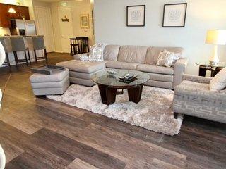 5048SL-301. Spacious Luxury 3 Bedroom Condo With Views of Orlando Eye