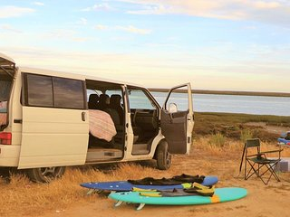 Travel, Camp & Surf with VW T4. Get a surf- or stand up paddle board or bike.