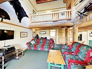 Mountain-View 6BR Wildernest Lodge w/ Hot Tub -- Near Ski Resorts & Free Bus