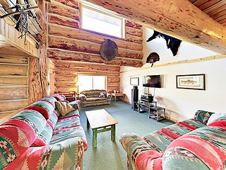 2 Mountain Lodges w/ Hot Tub, Near Ski Resorts & Free Bus -- Sleeps 40!