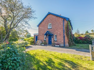 EUDON BURNELL COTTAGE, pet-friendly character cottage with WiFi and woodburner
