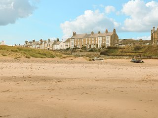 SEA VIEW COTTAGE, beautiful sea views, dog and child-friendly ground floor apart