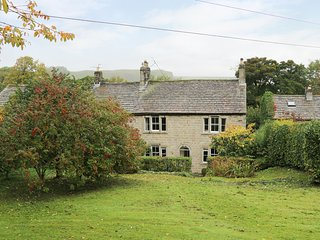 SHIERS FARMHOUSE, underfloor heating, near Skipton