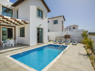 4 bedroom villa in Ayia Triada