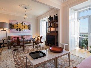 ☆ Sunny Designer Apartment with River Views ☆