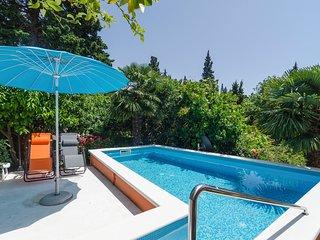 Brasina Villa Sleeps 6 with Pool - 5682604