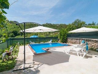 3 bedroom Villa in Zvecanje, Splitsko-Dalmatinska Zupanija, Croatia : ref 568247