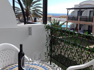 Comodo apartamento con terraza con vistas al mar!