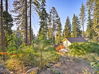 NEW! Yosemite Apt w/Grill Near Hiking & Skiing!