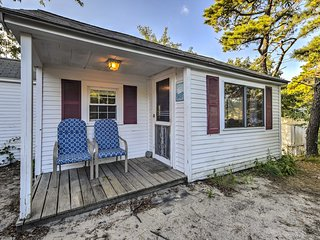 NEW-Cozy Dennis Port Cottage-Walk to Private Beach