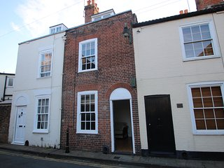 Kings Mile Cottage historic 2 bedroom city centre cottage sleeps 5/6 ref#9
