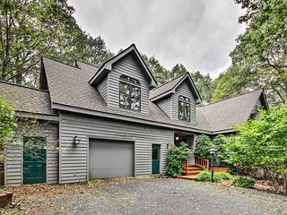 Cozy Custom Home in Wintergreen Resort Area!