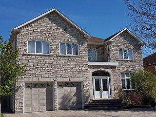 Amazing over 4000 sq feet house in Richmond Hill