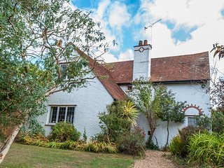 Island Cottage Bembridge, Traditional Cottage With Lovely Gardens Close To Beach