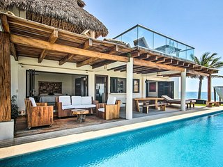 OCEANFRONT PUERTO ESCONDIDO VILLA by HK28