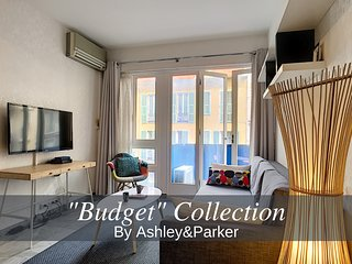 Ashley&Parker - 'Nevada Suite' - Center & Close sea