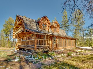NEW LISTING! Mountain view cabin w/ private indoor hot tub - dogs OK!