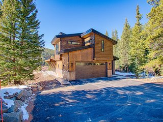 Modern Mountain House w/ Private Hot Tub, Family Friendly, Minutes to Ski Lift