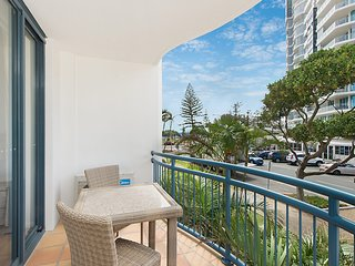 Calypso Plaza Resort Unit 144 - Central Coolangatta Beachfront location