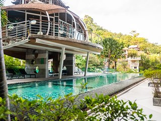ET704 - Penthouse duplex 3 bedroom seaview in Patong. Balcony, pool and gym.