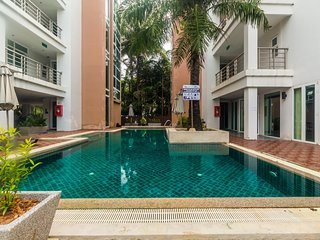 HLC501 - Convenient Patong apartment  for 4. Gym and pool! Walk to market and