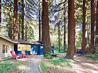 Private Austin Creek Beach! 2BR Redwood Retreat w/ Deck & Fire Pit