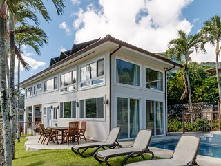 Sea Breeze House - 3 bedroom + Studio Cottage, Shared Pool, AC, Kaneohe Bay View