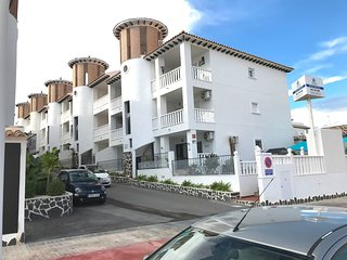 2 Bedroom Air- Conditioned Penthouse Apartment in El Pinet La Marina