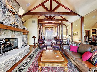 Luxury 4BR w/ Chef's Kitchen – Close to Golf, Skiing & Dining
