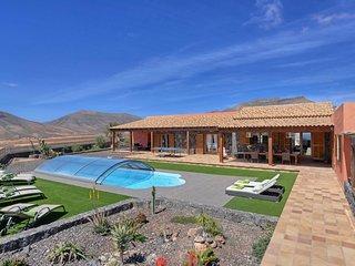 Tetir Villa Sleeps 8 with Pool and WiFi - 5802305