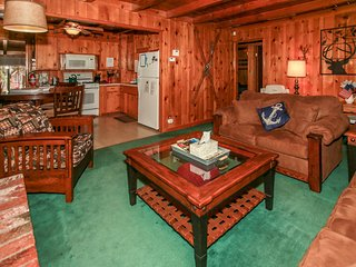 ~Barefoot Bungalow~Adorable Single Story Cottage~Walk To Lake/Meadow Park~