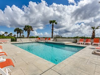 'Under The Sea' (formerly 'Eagles Nest') Oceanfront w/ Huge Pool & Hot Tub!