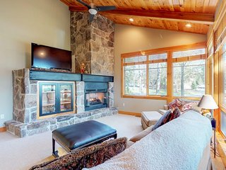 NEW LISTING! Ski-in/out log condo w/ hot tub, deck & fireplace-walk to ASCI