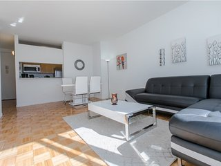11E-W 50TH ST. 2BR-ROOF TOP-DOORMAN-GYM!