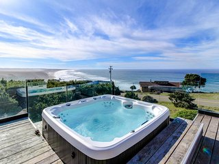 Oceanfront home with a private hot tub & gorgeous deck!
